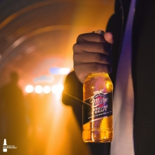 A golden light at the end of the week 🤩 Who are you sharing a beer with tonight?🍻 #ItsMillerTime